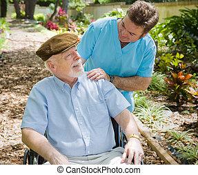 Älter Patient und Krankenschwester
