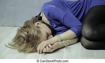 Geknebelt schlafen