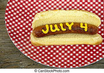 4. Juli Hotdog auf einem Brötchen.