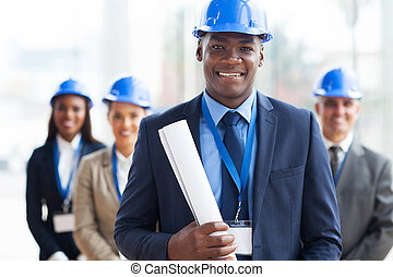 Afrikaner männlicher Architekt und Team