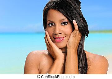 Afrikanische Amerikanerin am Strand.