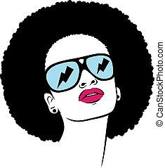 Afro-Frau mit Sonnenbrille