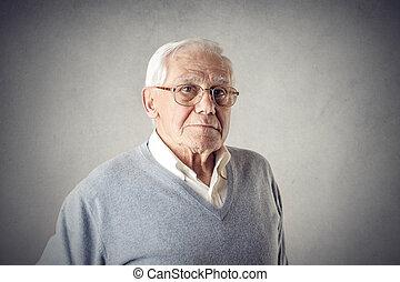 Alter Mann mit Brille.