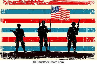 Amerikanischer Soldat steht mit amerikanischer Flagge