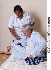 angezogen, senioren, portion, krankenschwester, mann
