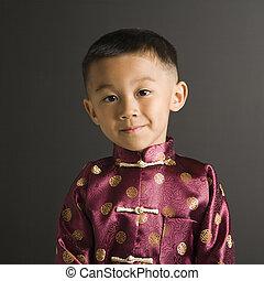 Asiate im traditionellen Kostüm.