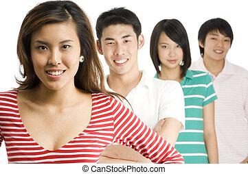 Asiatische Männer und Frauen