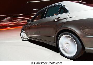 Ausblick auf ein Auto, das schnell fährt