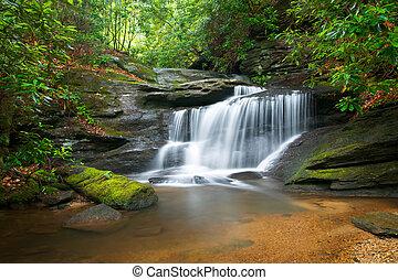 blaue berge, bergrücken, natur, verwischen, bäume, üppig, steinen, wasser, grün, wasserfälle, strömend, friedlich, bewegung, landschaftsbild