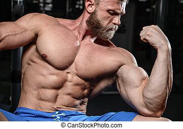 Brutaler Muskelmann mit Bart, unrasiertes Fitness-Modell Gesundheits Lifestyle.