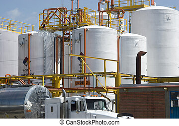 Chemietank und Tankwagen