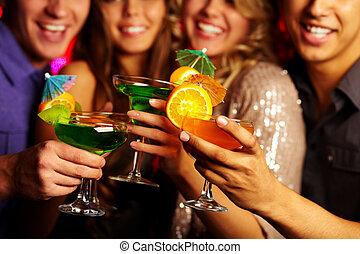 Cocktails halten