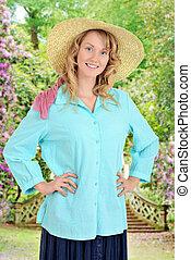 Country-Frau in einem Garten