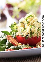Couscous gefüllte Tomate