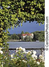 Das Herrenhaus am Rhine