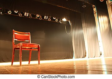 Der Stuhl auf der leeren Bühne