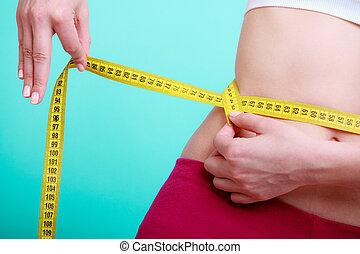 Diät. Fitness-Frau fit Mädchen mit Maßband messen ihre Taille