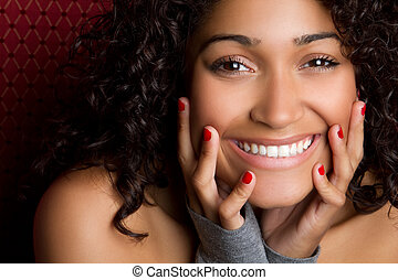 Die lachende schwarze Frau