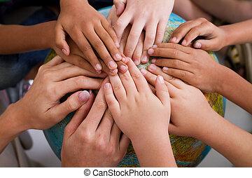 Diversity Kids Hände zusammen.