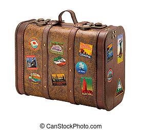 Ein alter Koffer mit königlichen Reiseaufklebern