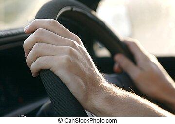 Ein Auto fahren
