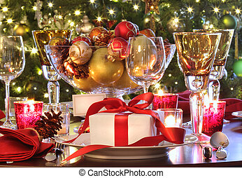 Ein Festtisch mit einem roten Geschenk