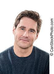 Ein gut aussehender Mann, blaue Augen, lächelndes Porträt