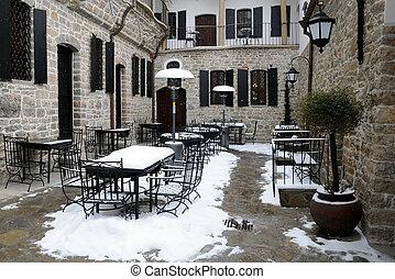 Ein leeres Restaurant im Winter