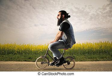 Ein Mann mit Minirad.