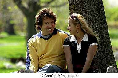 Ein Paar im Park