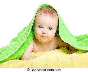 Ein reizendes Baby in farbenfrohem Handtuch