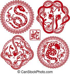 Ein Satz chinesischer Schlangen als Symbol des Jahres 2013.