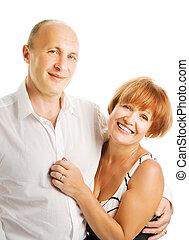 Ein verliebtes Paar mittleren Alters. Auf weißem Hintergrund isoliert