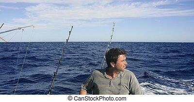 Ein wütendes, großes Spiel, Salzwasserfischerboot