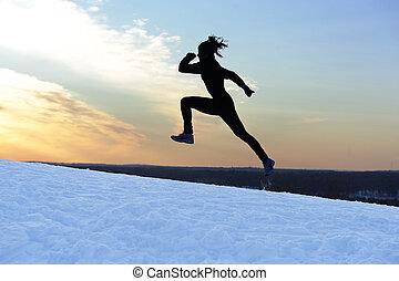 Ein weiblicher Athlet läuft.