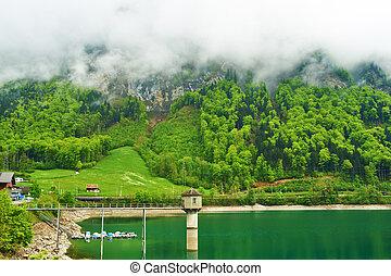 Ein wunderschöner Bergsee in der Schweiz
