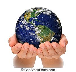 Eine Frau, die einen Globus an ihren Händen hält, Süd- und Nordamerika