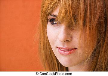 Eine Frau mit einem zweifelhaften Ausdruck