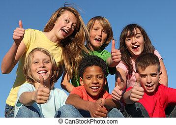 Eine Gruppe verschiedener Rassenkinder