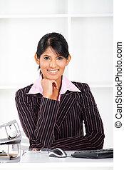 Eine junge indische Geschäftsfrau