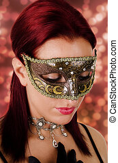 Eine schöne Frau mit Karnevalsmaske.