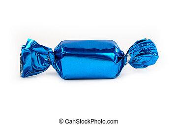 Einzelne blaue Süßigkeiten isoliert