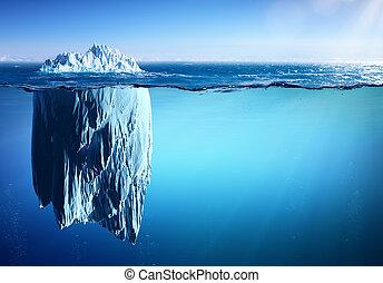 Eisberg schwebt auf dem Meer - Erscheinungsbild und globale Erwärmung Konzept.