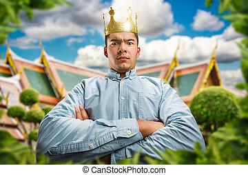 Ernster Mann mit Krone.