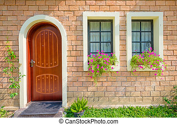 Exterior und Haustür eines schönen alten Hauses.