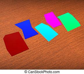 Fünf leere Zettel zeigen Kopierraum für 5 Buchstaben.