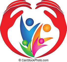 Familie geschützt durch Hände-Logo