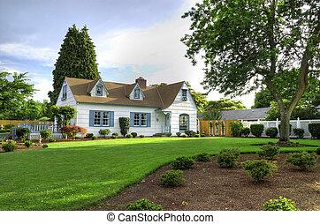 Familienheim mit Baum