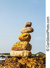 Felsen an der Küste des Meeres in der Natur.