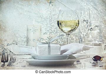 Festes, silbernes Abendessen für die Feiertage